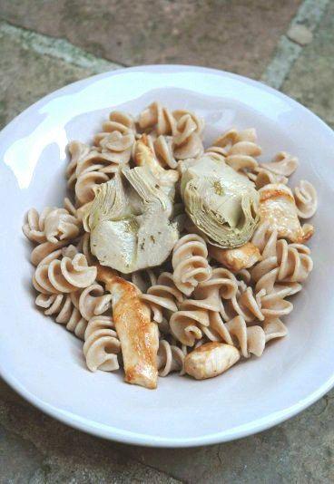 Receita de salada de macarrão com frango e alcachofra