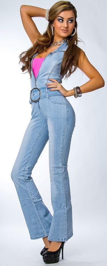 MOOIE HALTER JUMPSUIT VAN JEANSSTOF MET BREDE RIEM, CATSUIT, S of M, €29,95  > Jeans fabric jumpsuit