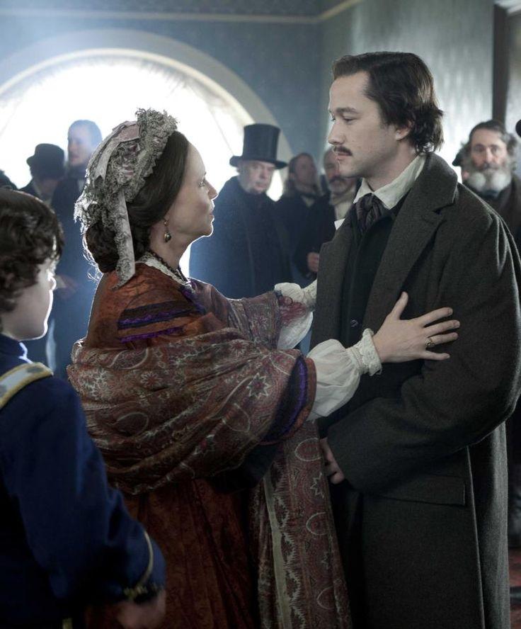Mary Todd Lincoln (Sally Field) embraces her son Robert Todd Lincoln (Joseph Gordon Levitt) as he returns home.