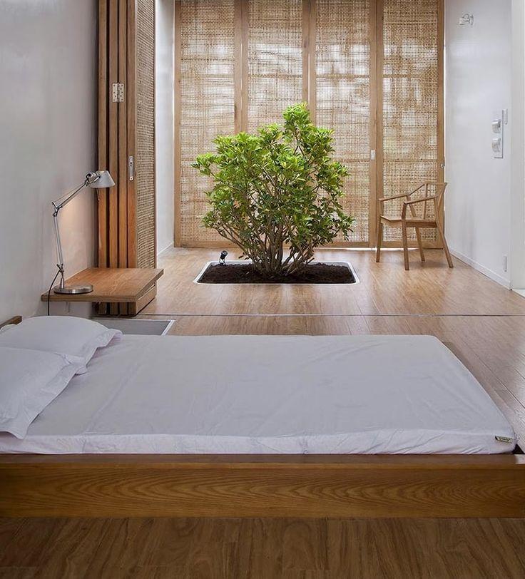 Cómo crear una casa zen | Ventas en Westwing. ORIGEN DEL ZEN  La filosofía zen tiene su origen en la filosofía y la idiosincrasia de tres países: India, donde nace el budismo; China, donde se interpreta para aplicarlo en el día a día, y Japón, donde se desarrolla hasta darle su forma definitiva.