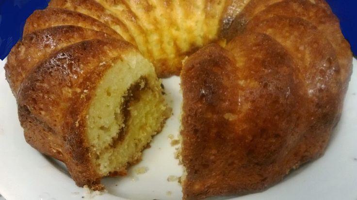 Löysin aivan ihanalta kuulostavan reseptin Marenkikeijun blogista . Siinä tavallista kuivakakkua oli maustettu kardemummalla ja kakun sis...