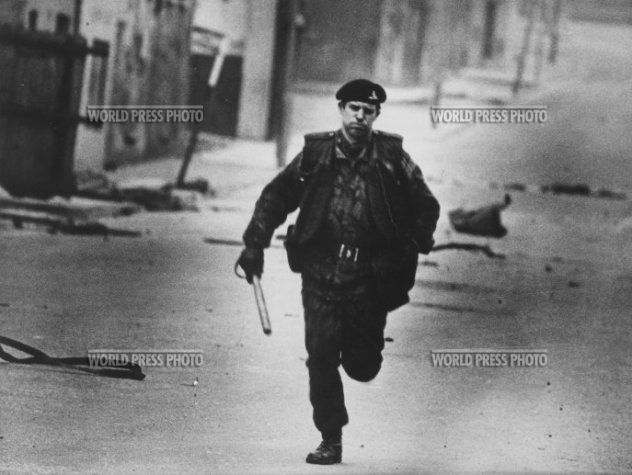 1972 Henning Christoph, Londonderry, Northern Ireland. From 'The Troubles', the conflict between Unionists and Nationalists.