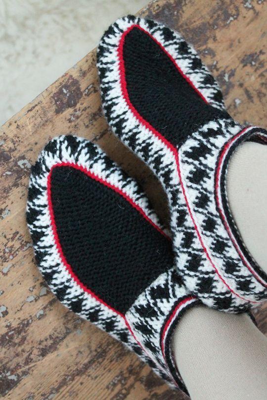 'Salmiakki slippers' made with Novita 7 Brothers yarn #novitaknits #knitting #knit https://www.novitaknits.com/en