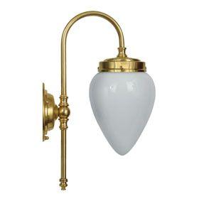 Badrumslampa Blomberg 80 i mässing med opalvit skärm - klassisk vägglampa för badrum. Välkommen in till Sekelskifte och våra lampor i klassisk stil!