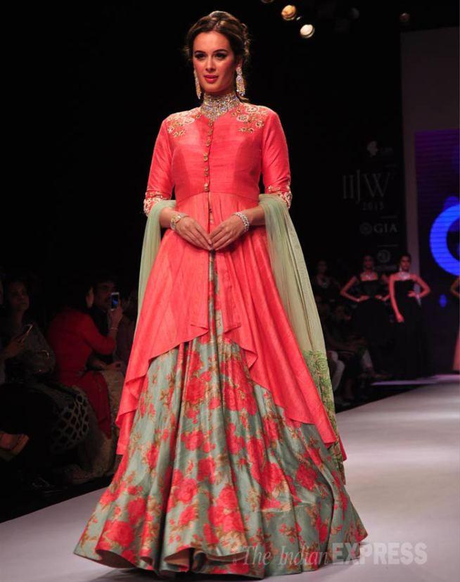 Evelyn Sharma at the India International Jewellery Week 2015. #Bollywood #IIJW2015 #Fashion #Style #Beauty #Classy