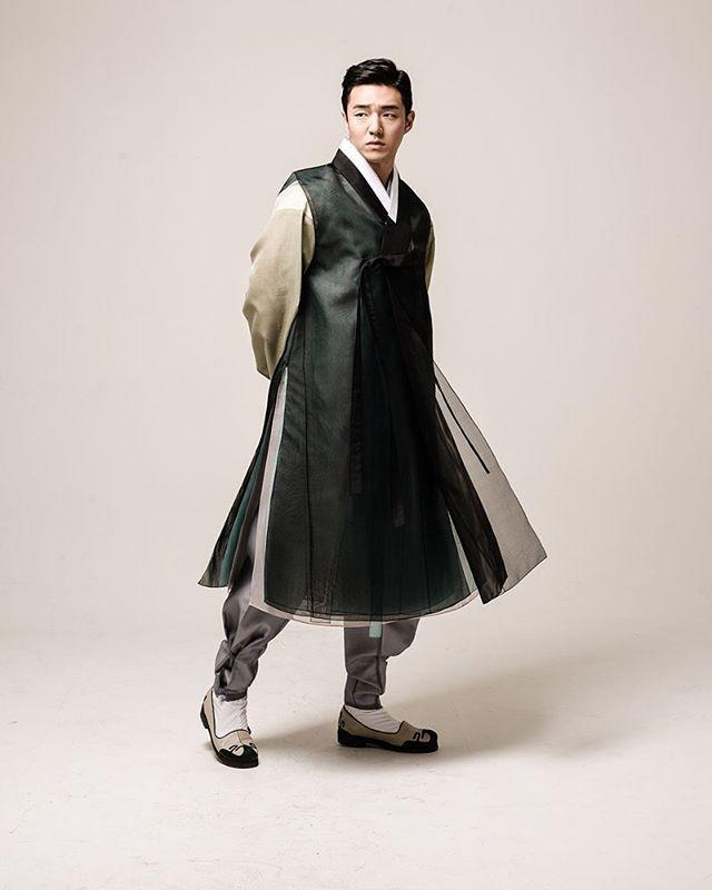 디테일은 없애고 색감으로만 ... #남자한복