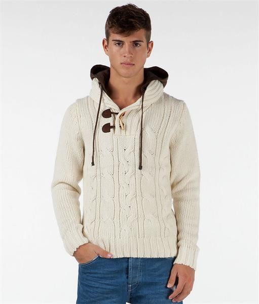 Стильный вязаный мужской свитер