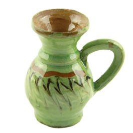 Pictat in culorile specifice ceramicii smaltuite de Horezu, pe fond verde si infrumusetat cu model in zig-zag, acest ulcioras surprinde perfect stilul unic si irepetabil al mesterilor populari ce dau viata lutului din Horezu. (Ceramic jug of Horezu)