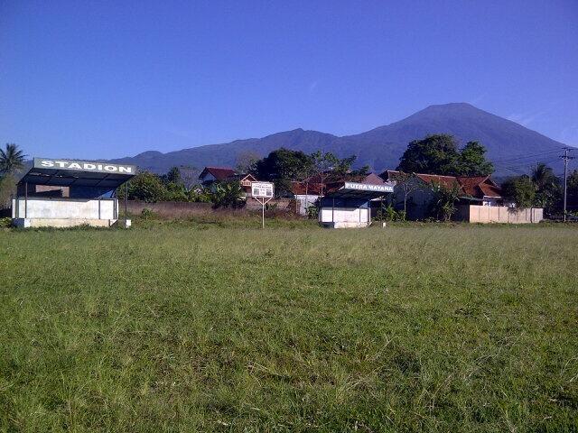 Twitter / Furkonbae: 'Stadion putra mayana' ini lah lapangan sepak bola di kampung kita bersama @pulkam  #pulkam5 pic.twitter.com/qglMbC6eQK