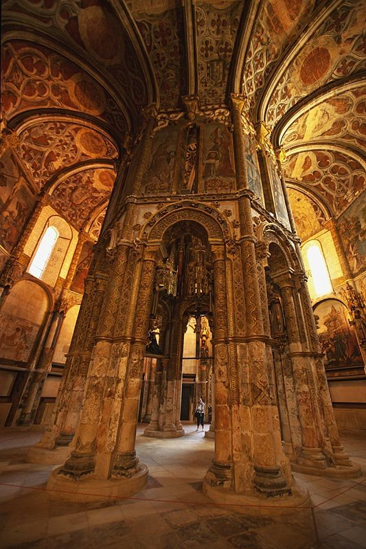 The seat of the Knights Templar in Portugal....sort of reminds me of something....if I could only put my finger on it....hmmm....a mushroom perhaps?
