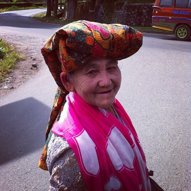Meeting a lovely lady in the middle of Berastagi, Sumatra