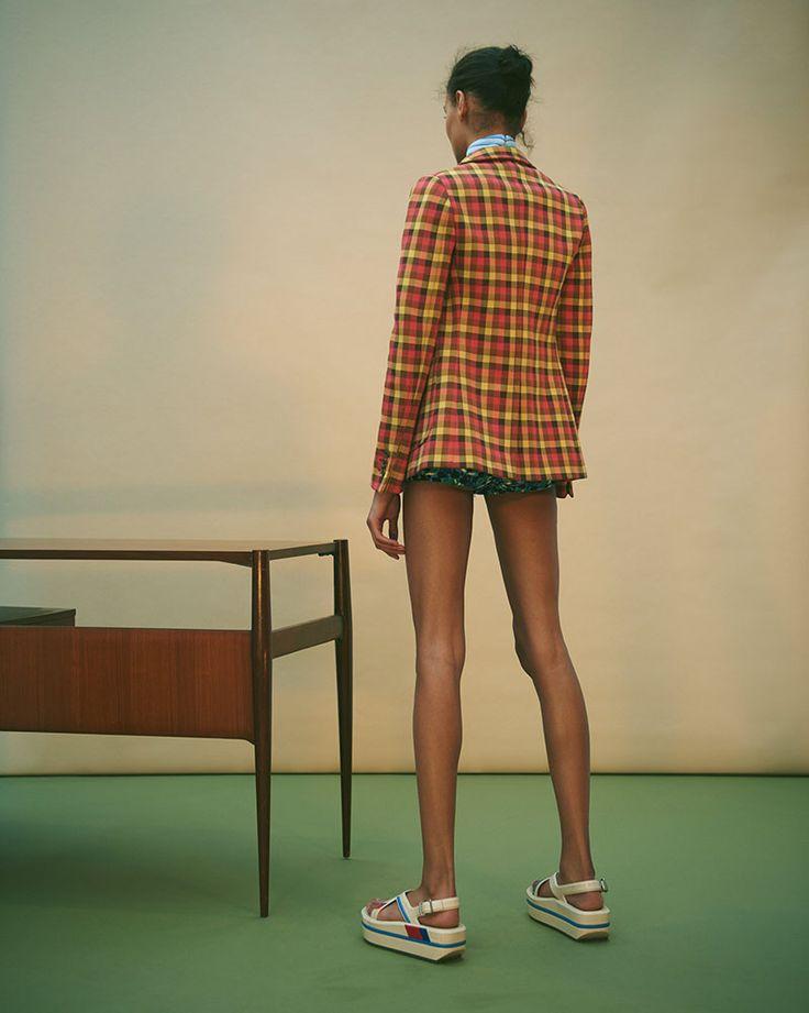 #commonsandsense #loveprada  #photographer @miss_naomiyang #model @lamekafox  #styliste @shinoitoi #makeup @ossielramosabarca  #hairstyle @yujiokuda1012  #setdesign @sylvaincabouat  #editorial #fashion #photography #beauty #beautiful #prada #mode #tren #spring #summer #Paris