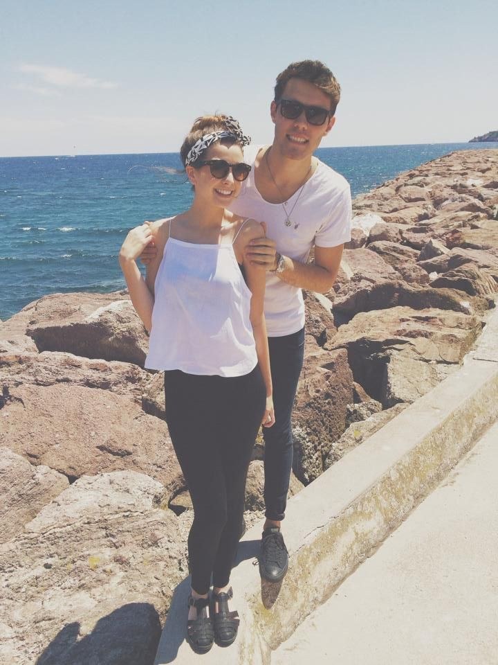 PointlessBlog with Zoe on the beach in Cannes matching black and white outfits cute gorgeous shoes headscarf pattern