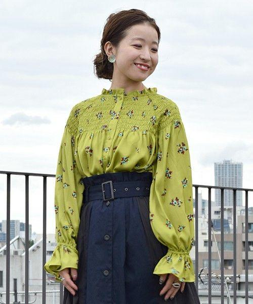 【ZOZOTOWN】w closet(ダブルクローゼット)のシャツ/ブラウス「小花柄シャーリングサテンブラウス」(293629)をセール価格で購入できます。