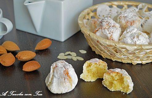 Gli amaretti di Sassello.Diffuso ed amato in tutta la Liguria questo classico biscotto morbido ha un inconfondibile gusto dolce-amaro, da cui il nome. E'