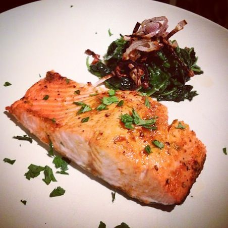 » Famous Food: Gwyneth Paltrow's Sriracha Lime Salmon & Paul Qui's Asian Stir-fried Spinach The Pulp Kitchen