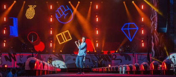 Liam Payne Photos - Liam Payne of One Direction performs on stage at CenturyLink Field on July 15, 2015 in Seattle, Washington. - One Direction Performs at CenturyLink Field