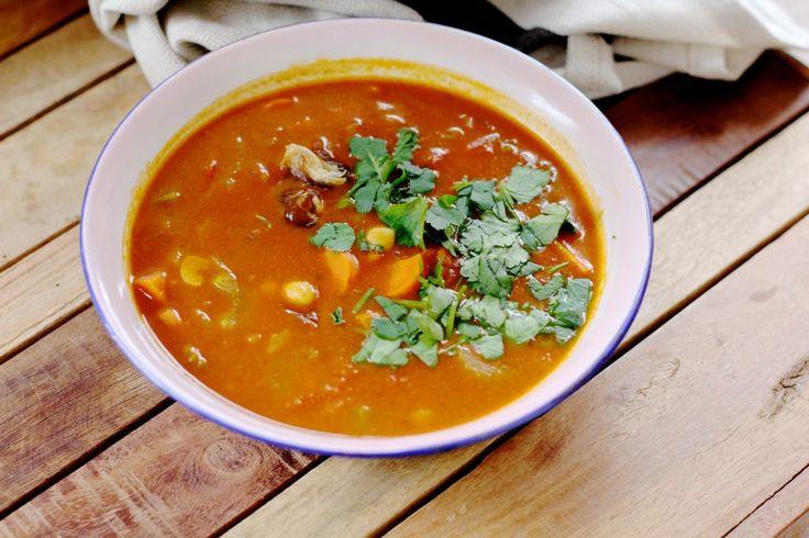 Harira recept uit het The Green Kitchen Travels boek. Een lowbudget, gezonde en super makkelijke soep.