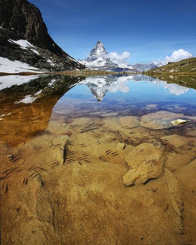 37 Photographs That Use Water for Amazing Reflections
