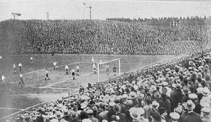 Clapton FC vs Southall Amateur Cup final at the Old Den.