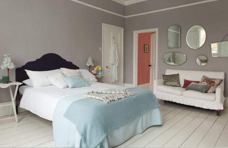 Une tête de lit avec de la peinture ardoise