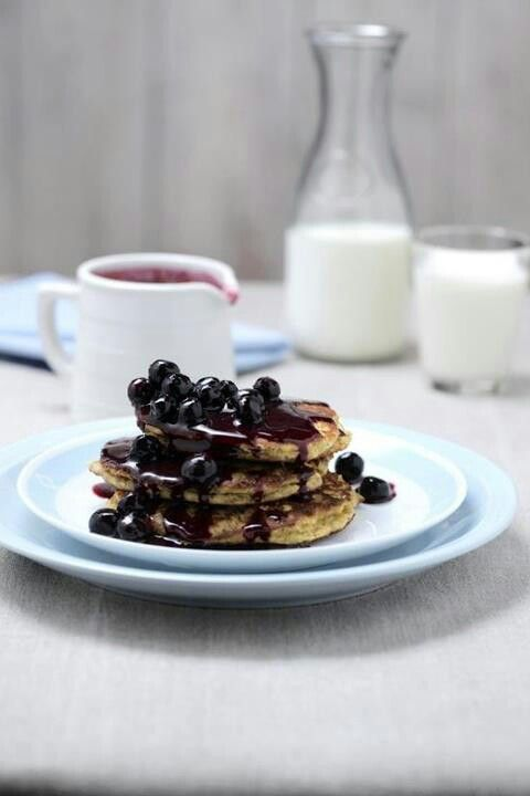 Ricotta hotcakes with blueberry syrup