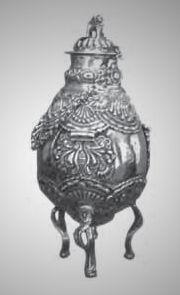 Mate: Plata repujada, fundida y cincelada Alto Perú, segunda mitad del siglo XIX Col. Museo Fernández Blanco.