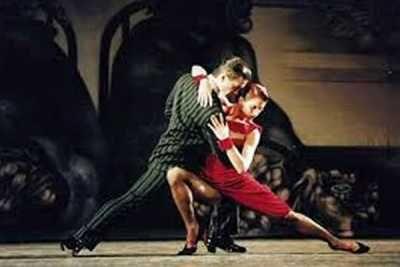 Tη Δευτέρα 14 Ιουλίου 2014 η θερμοκρασία θα ανέβει στη Μονή Λαζαριστών! Ο χορευτής, χορογράφος και σκηνοθέτης, GustavoRusso  με την παρτενέρ του Samantha Garcia  θα παρουσιάσουν τη νέα παραγωγή του, Tango In Red Major