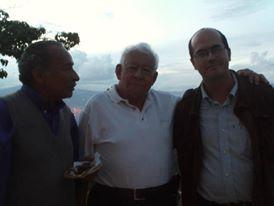 Al lado de mi maestro y amigo, Ramón Vásquez, QEPD.