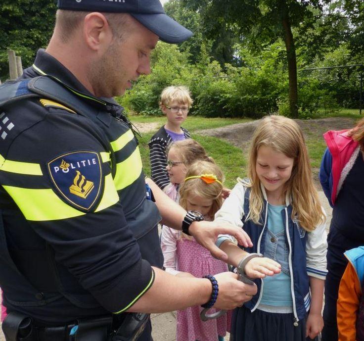 """Afsluiting Jeelo """"Veilig helpen"""" bij OBS De Rietgors. Lees meer over het project http://www.obs-rietgors.nl/Nieuws/art/688125/afsluiting-jeelo-veilig-helpen"""