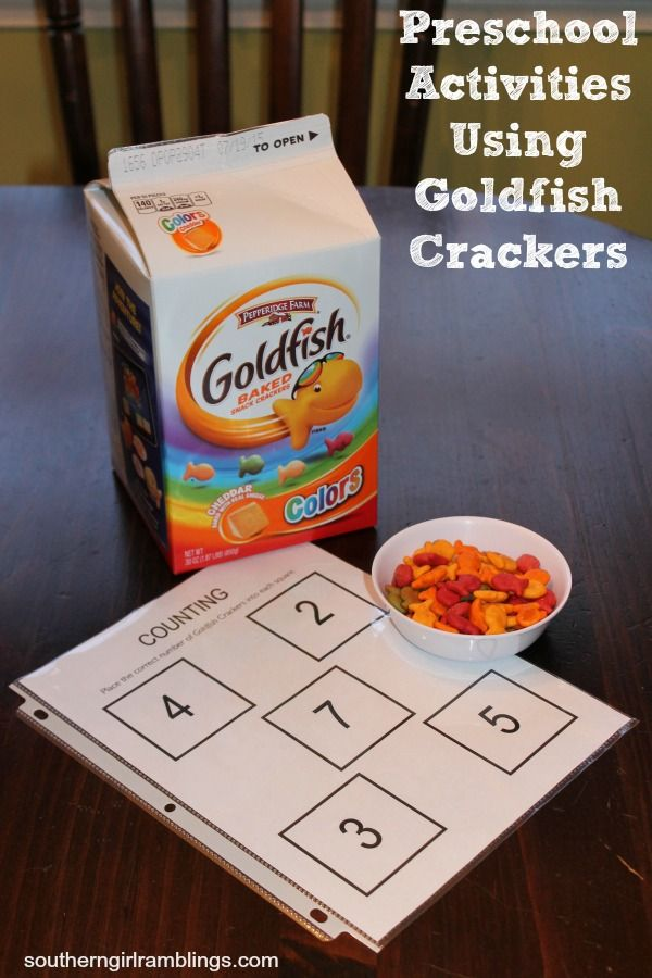 3 fun preschool activities using Goldfish crackers -- and free printables you can use at home! #GoldfishMix #ad @walmart