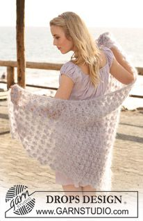 "Phoebe - Knitted DROPS shawl with berry pattern in ""Vienna"" or ""Melody"". - Free pattern by DROPS Design"