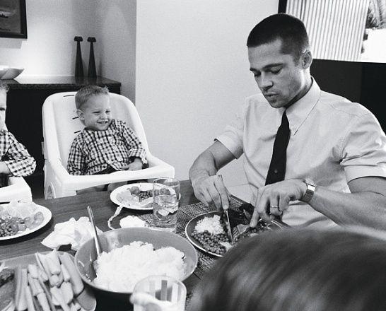 Photos: Brad and Angelina: Domestic Bliss - Brad Pitt eats dinner with children, in Alexander McQueen and Jil Sander
