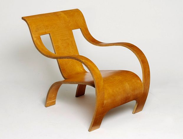 Bent plywood chair by Gerald Summers, 1934. One piece of wood!