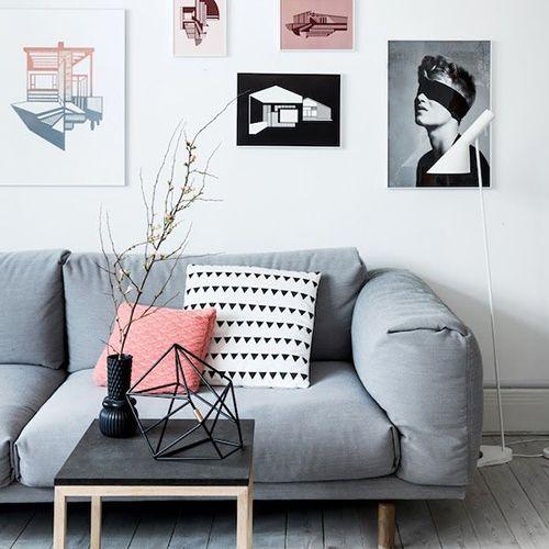 Muuto - Rest sofa. Scandinavisch interieur. Lichte tinten, zwart-wit, grijs, hout en zachte pastelkleuren.