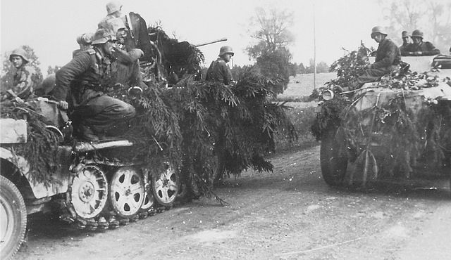 A Sd.Kfz.251 armoured personnel carrier pulls alongside a … | Flickr