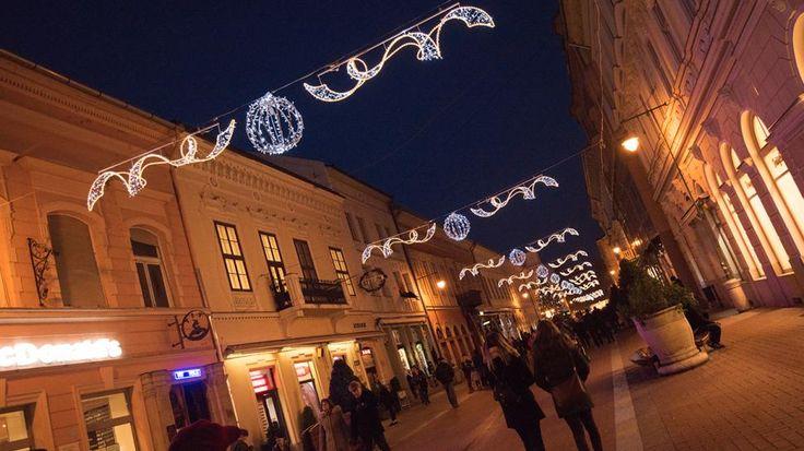 Ünnepi fényruhába öltözött Szeged