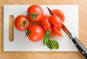 Pasta alla crudaiola, con pomodoro fresco e basilico - ricette vegane