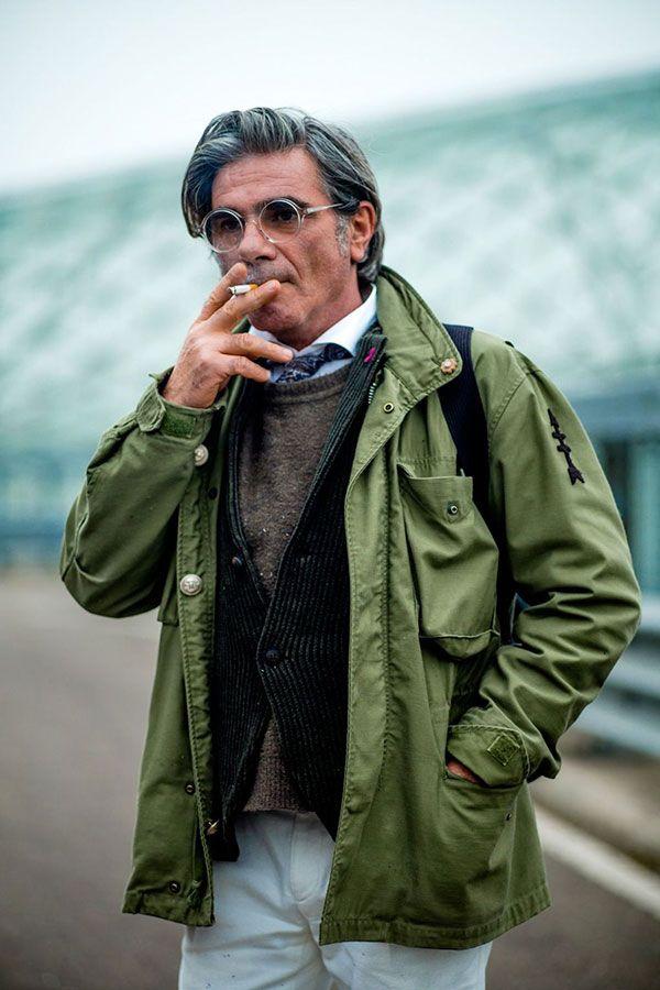 Khaki M65 × green corduroy jacket × shirt tied up × beige sweater × white pants