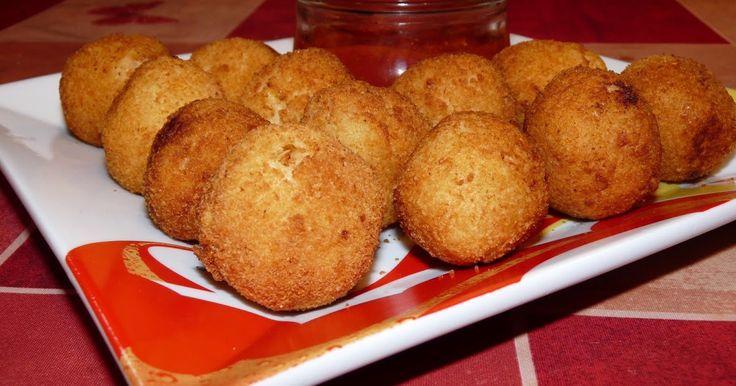 INGREDIENTES:    1 bolsa de puré de patata hecho y frío  1 cebolla mediana picada muy fino  125 gr de queso cheddar rallado o picado ...