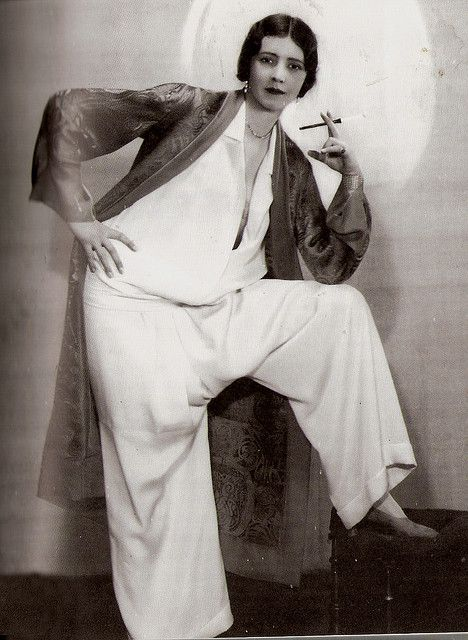 TWENTIES FASHIONS 1928    Elegant Pyjamas with Smoking Jacket. Photo from the 1920s.