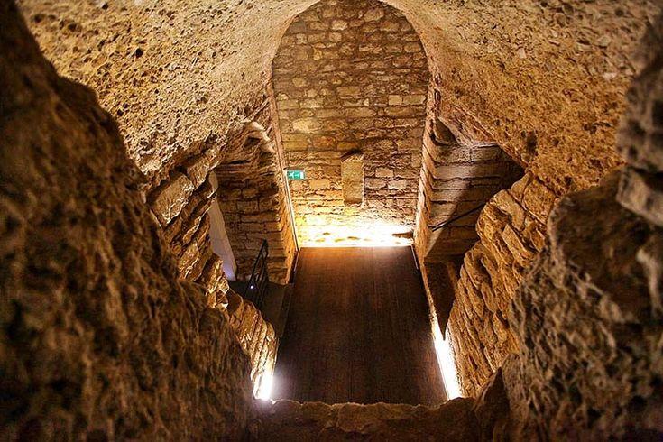 Esta cidade que se localiza por baixo de Coimbra tem milhares de anos, mas mesmo assim é desconhecida pela maioria.