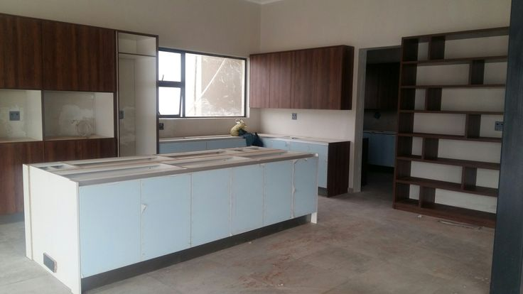 Highgloss and wood kitchen done by Tuacany kitchens