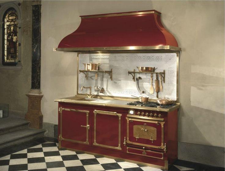 Cucina completa in metallo con accessori di cottura for Cucine professionali per casa