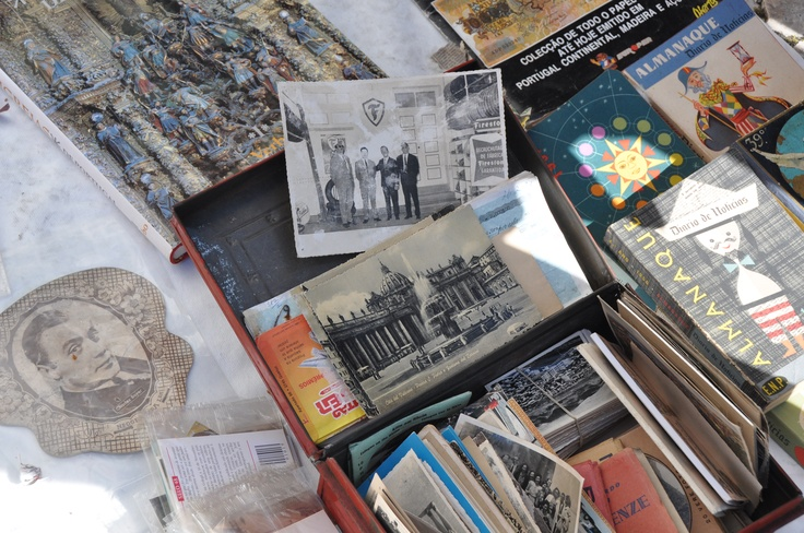Books and postcards with a few years on top - Feira da Ladra