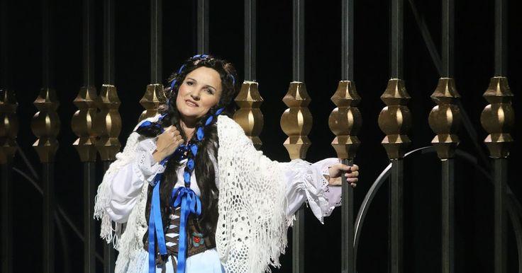 """Dorota Wójcik w roli Halki w operze """"Halka"""". Teatr Wielki w Łodzi"""