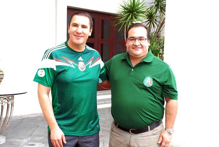 El gobernador del estado de Veracruz, Javier Duarte de Ochoa se reunió con Rafael Moreno Valle, para presenciar el segundo partido de la Selección Mexicana de Futbol en su disputa con el equipo de Brasil.
