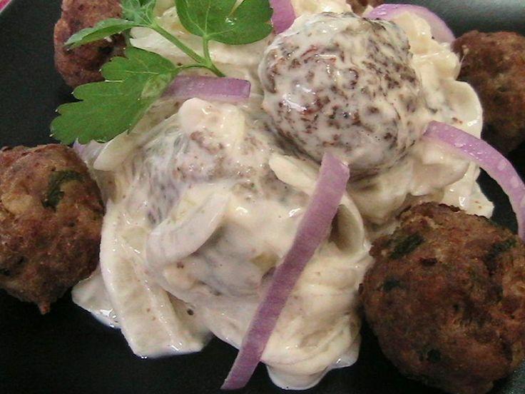 Hellena  ...din bucataria mea...: Salata de ceapa cu chiftele si maioneza