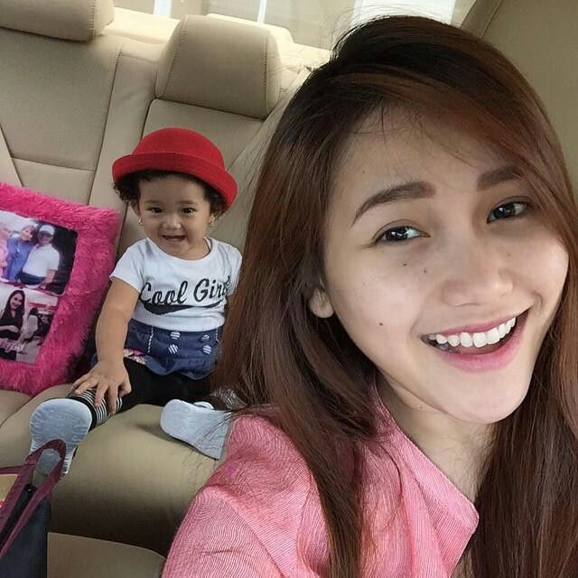 my idol #ayutingting with her daughter #bilqis ♡♡