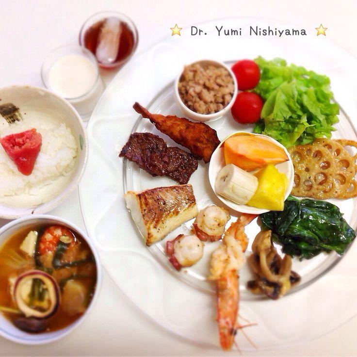 """Dr. Yumi Nishiyama's """"The Original Diet Plate"""" for beauty & health from japanese doctor‼️   2015年11月18日の「ドクターにしやま由美式ダイエットプレート」:女性医師が栄養バランスを考えた、美味しいプレートのご紹介。   大きめのプレートに、血糖値を急激に上げないように考えた食材を並べ、12時の位置から順番に食べるとても分かり易い方法です。   血糖値を上げないこの食べ方は、身体に優しく栄養補給ができるので健康を維持できます。オリジナルの⭐️西山酵素⭐️も最後に飲みます。   ⭐️美女のスイッチ⭐️⭐️時計周りに食べなさい⭐️の西山由美医師の本もAmazonで購入可。  http://www.momohime-medical.com  #ダイエットプレート #dietplate  #にしやま由美がセミナーも開催 #食べて痩せるプレート #名古屋の女医が考案した #子供の脳育を考えた食事  #血糖値が急上昇しない健康的食事 #時計まわりに食べて美と健康を獲得する…"""